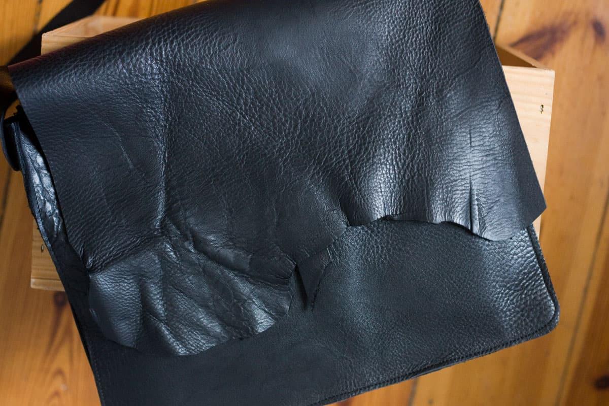 czarna-torba-na-pasku01e