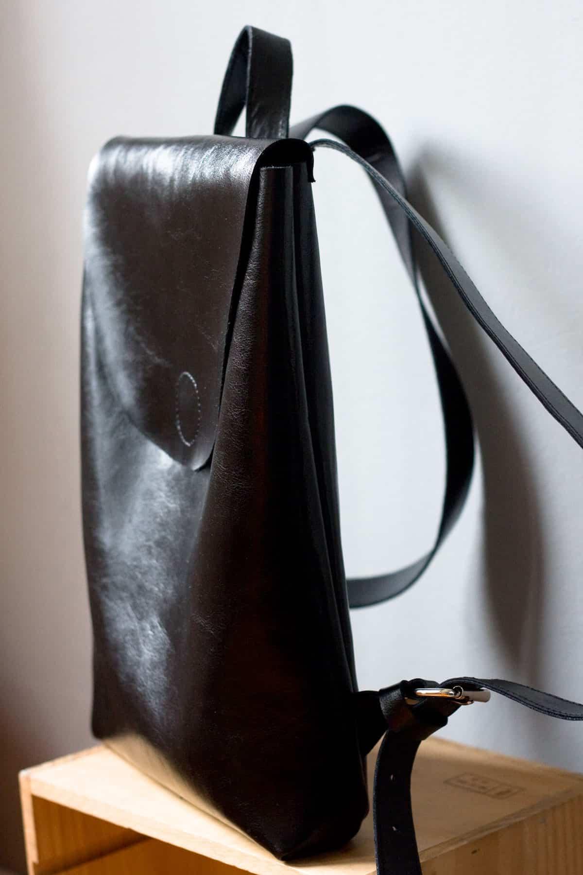 czarny-lekki-plecak-skora01c