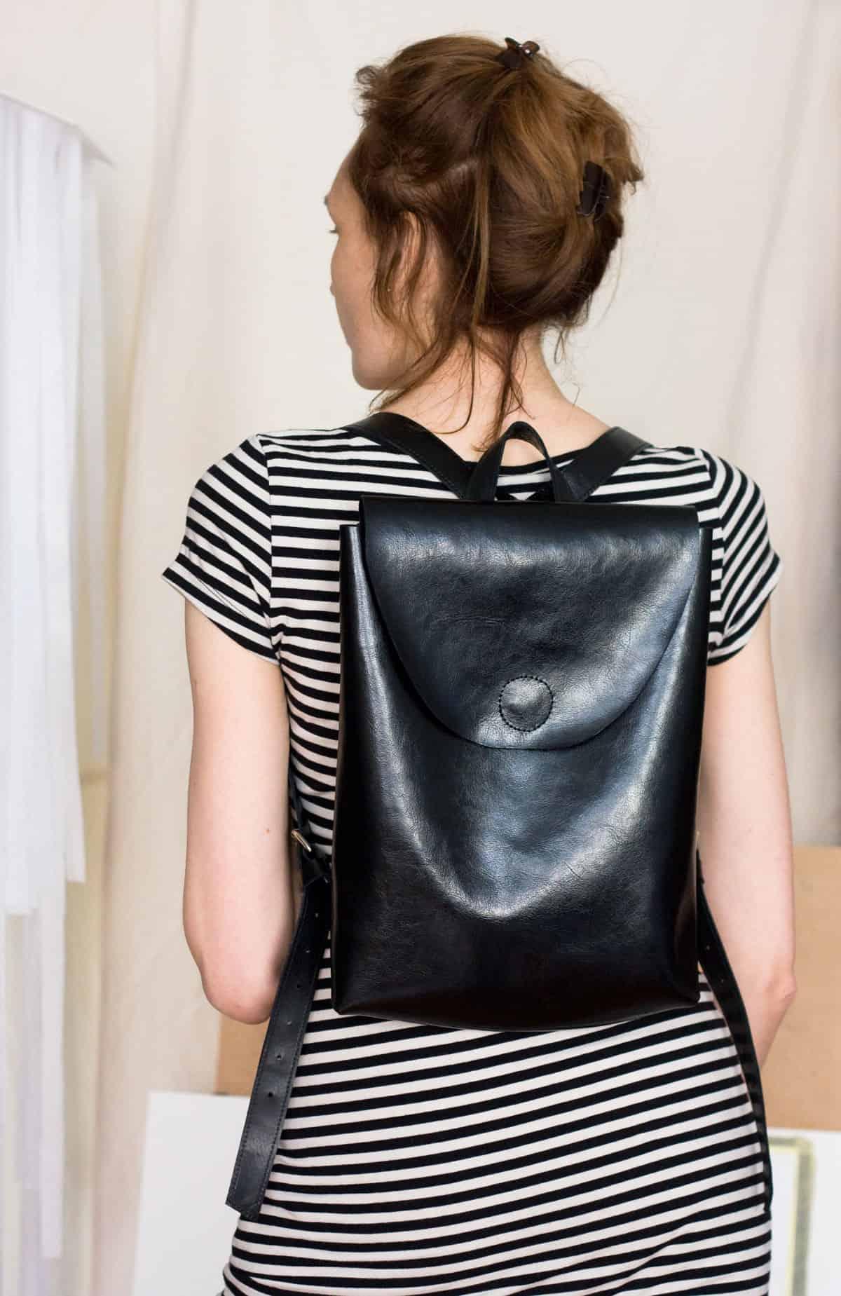 czarny-lekki-plecak-skora01h