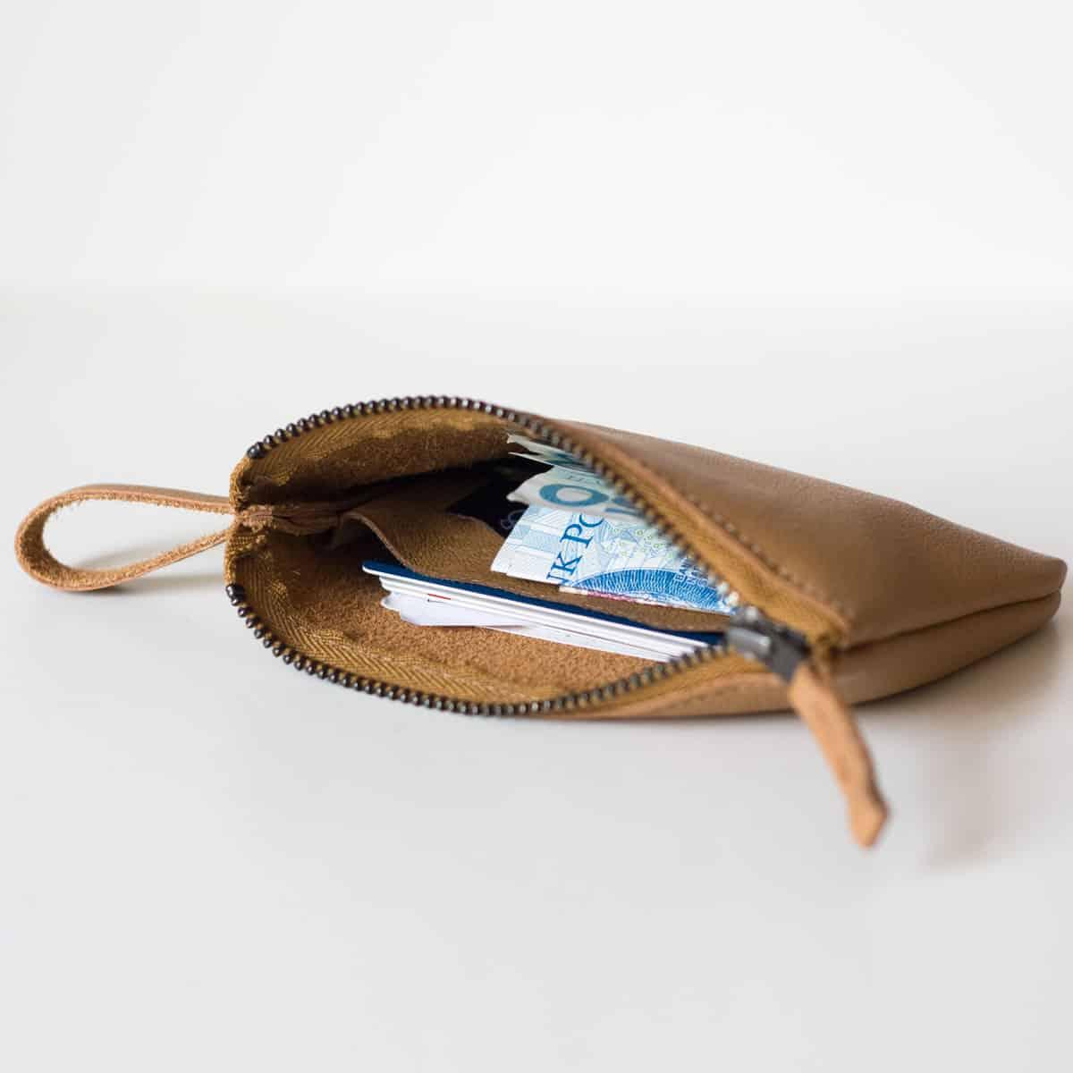 portfel-etui-zamek-camel01c